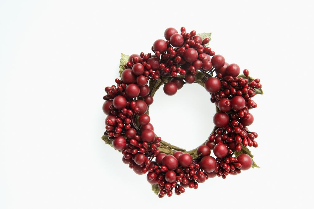Red berries on wreath