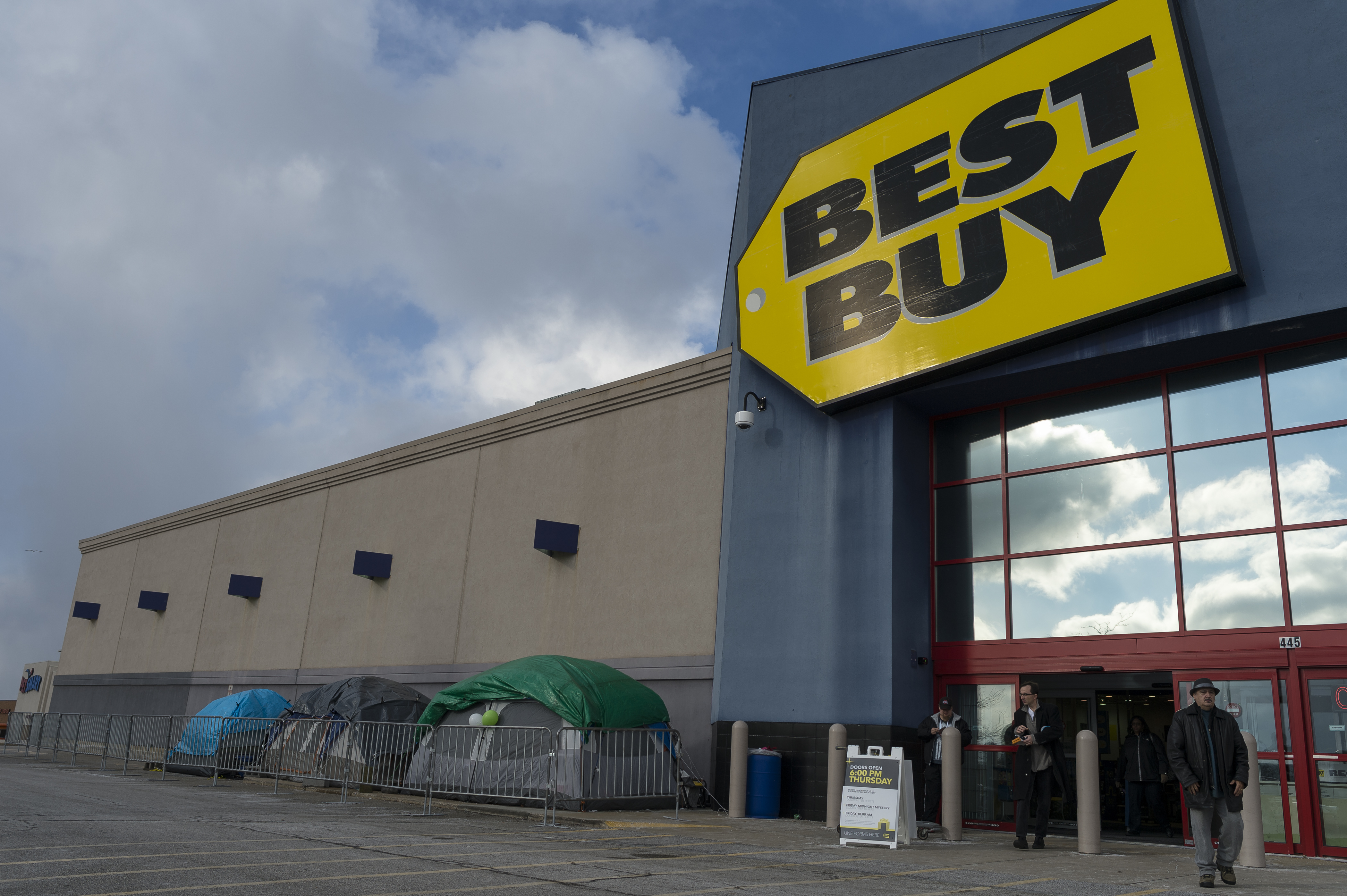 Cuyahoga Falls, OH - Customers camp outside of Best Buy in anticipation of Black Friday sales