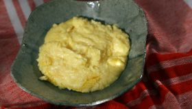 Pioneer Woman: A bowl of cheesey grits.